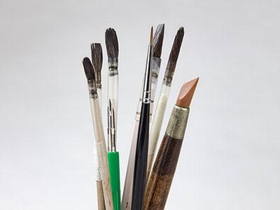 Corsi e seminari di pittura e decorazione a terzo fuoco su porcellana.