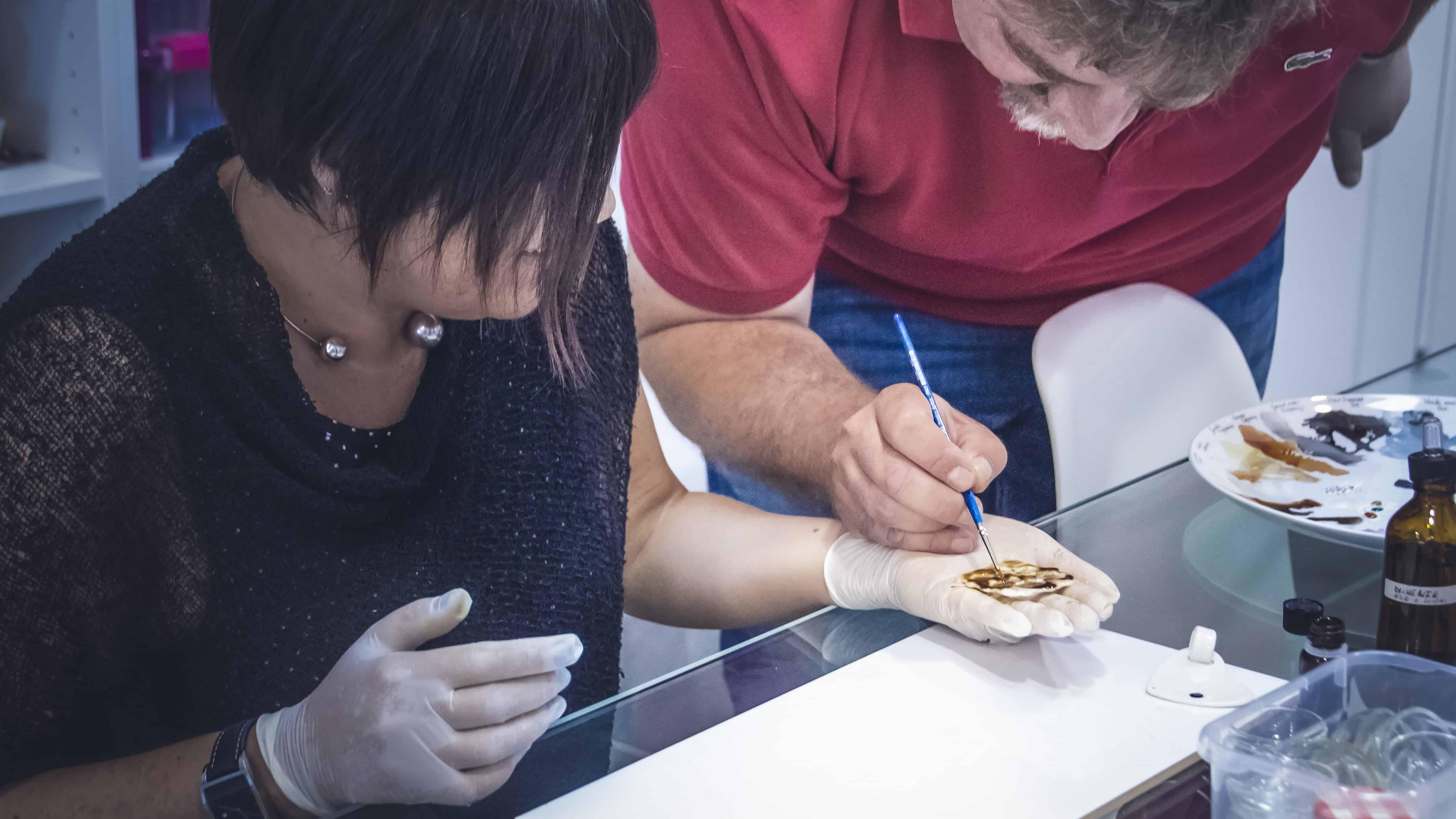 lezione di pittura su porcellana