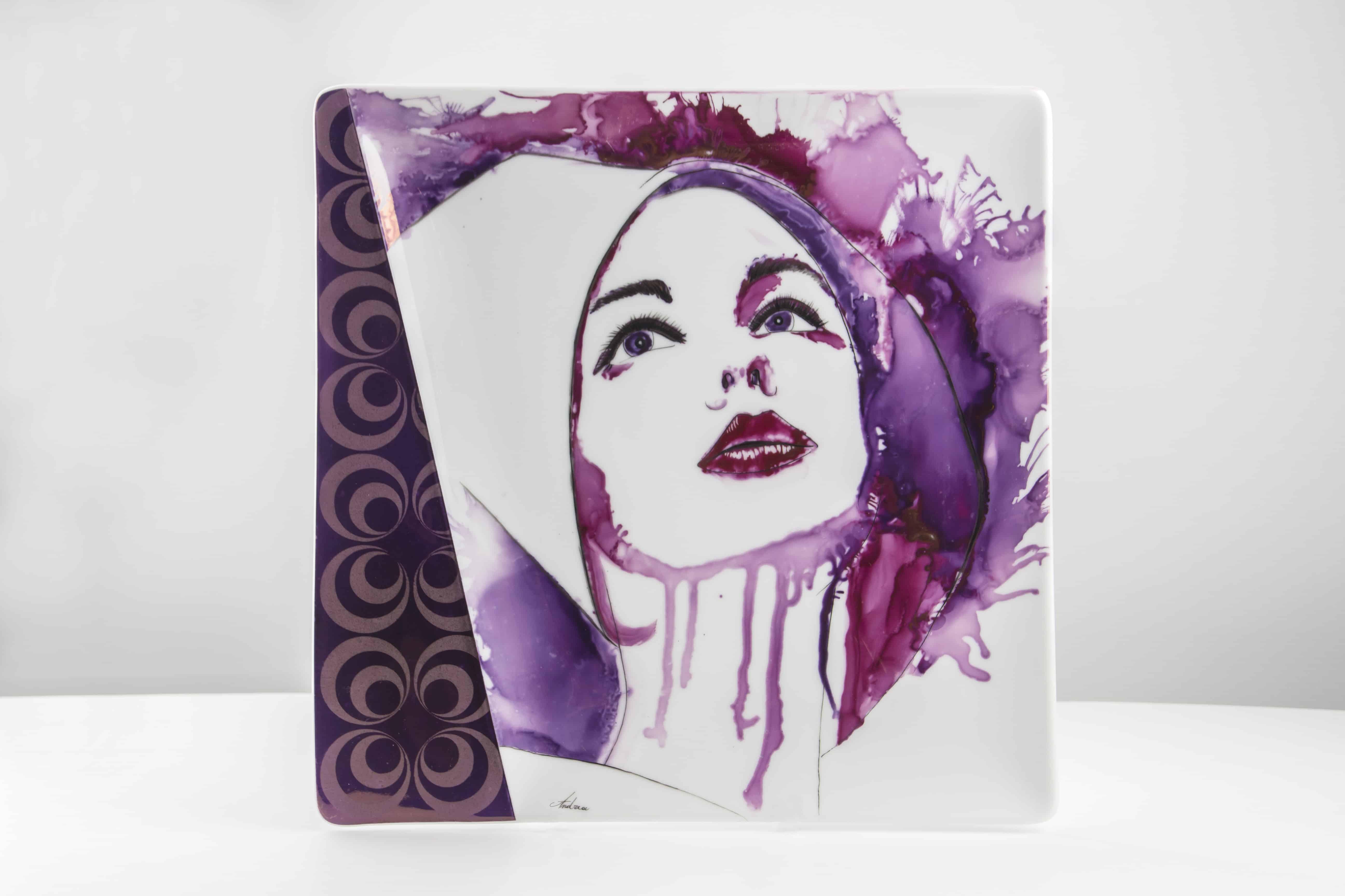 Ritratto di donna con lustro pittorico su porcellana