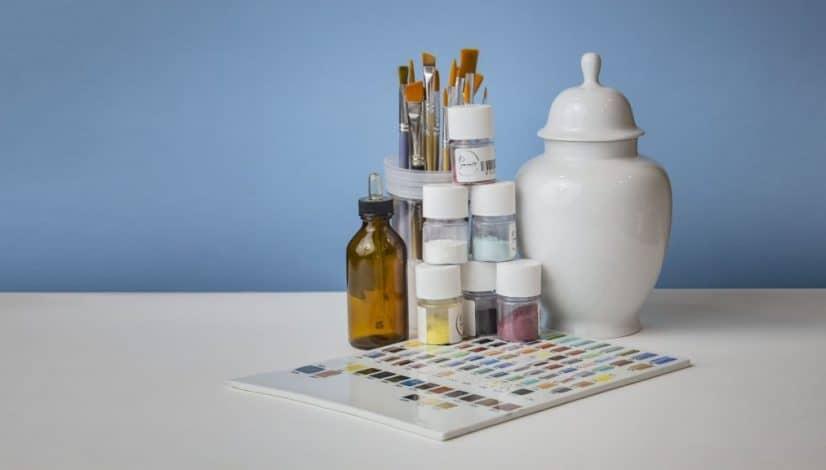 Le 5 cose per iniziare a dipingere su porcellana